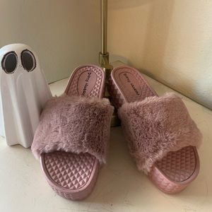 Chinese Laundry Shoes - Fuzzy Wuzzy 🐻